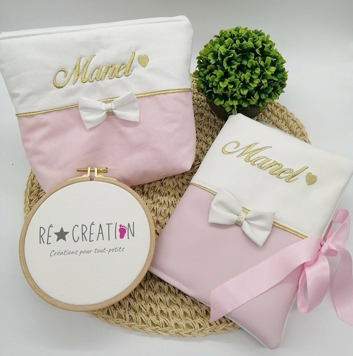 Coffet naissance carnet de sante et trousse de toilette rose et blanc