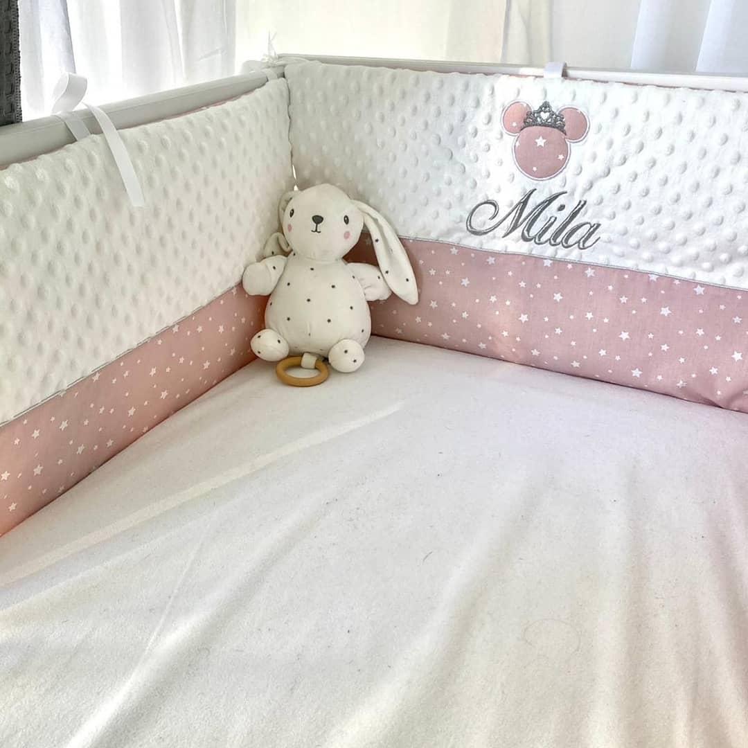 Tour de lit personnalise minky blanc rose etoile minnie